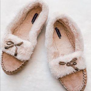 3/30 Deal Náutica indoor slippers